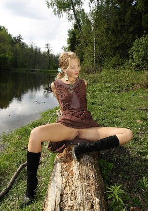 Horny Girls Outdoor Pics